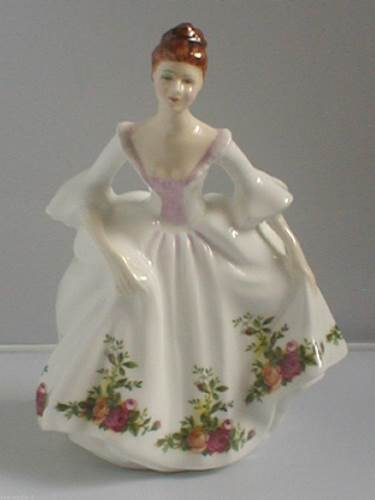 COUNTRY ROSE Royal Doulton Figurine