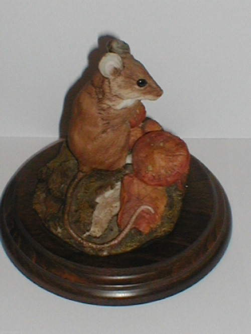 woodmouse-with-toadstools-4