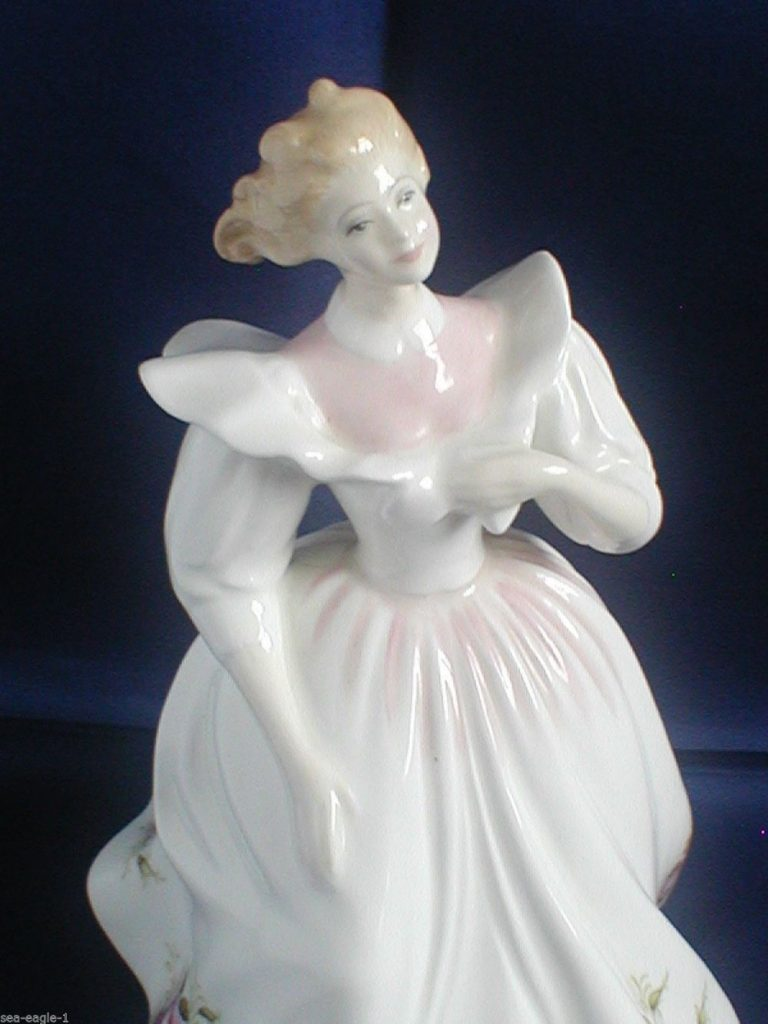 photo of the figurine Gillian